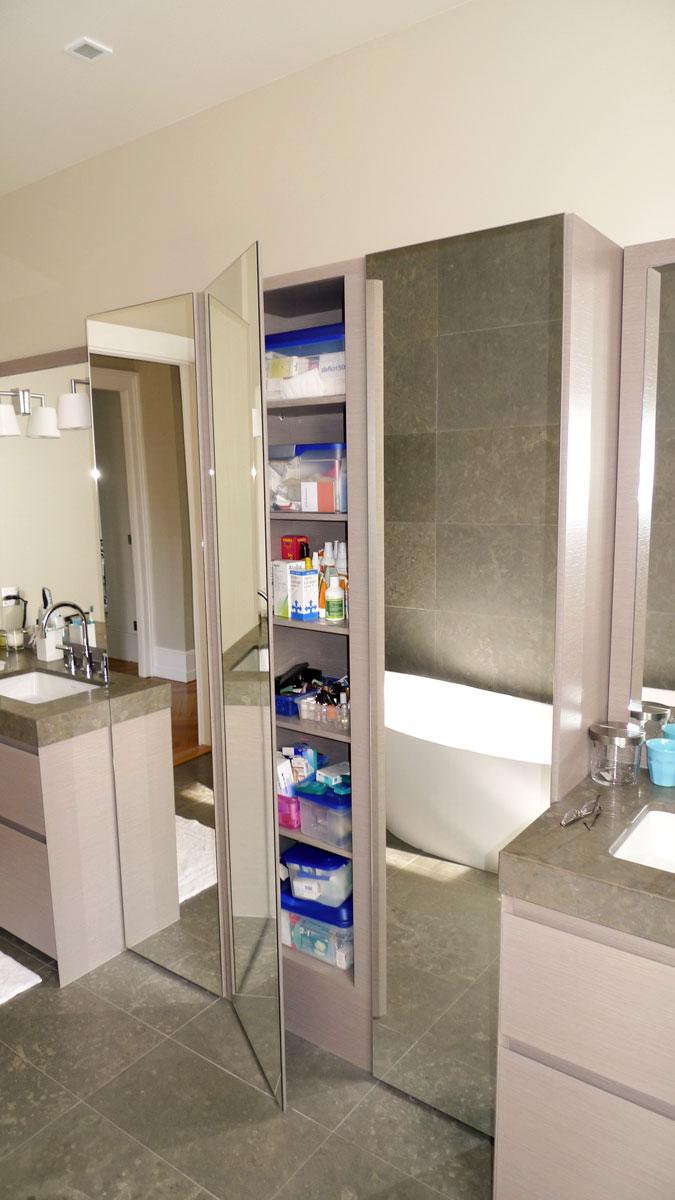 salle de bain design en bois teint gris. Black Bedroom Furniture Sets. Home Design Ideas